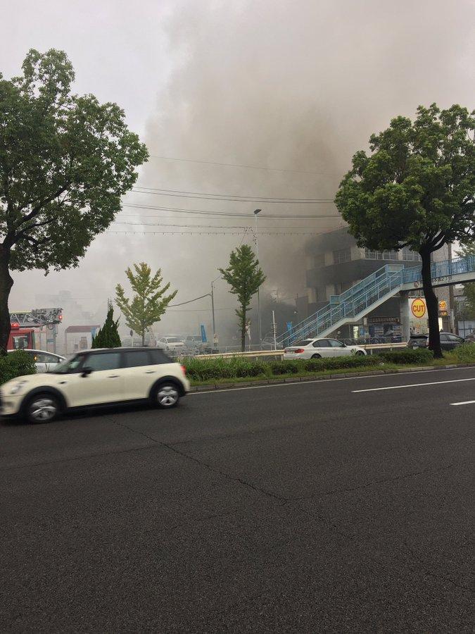 大江駅前の沿線火災で煙が充満している現場の画像