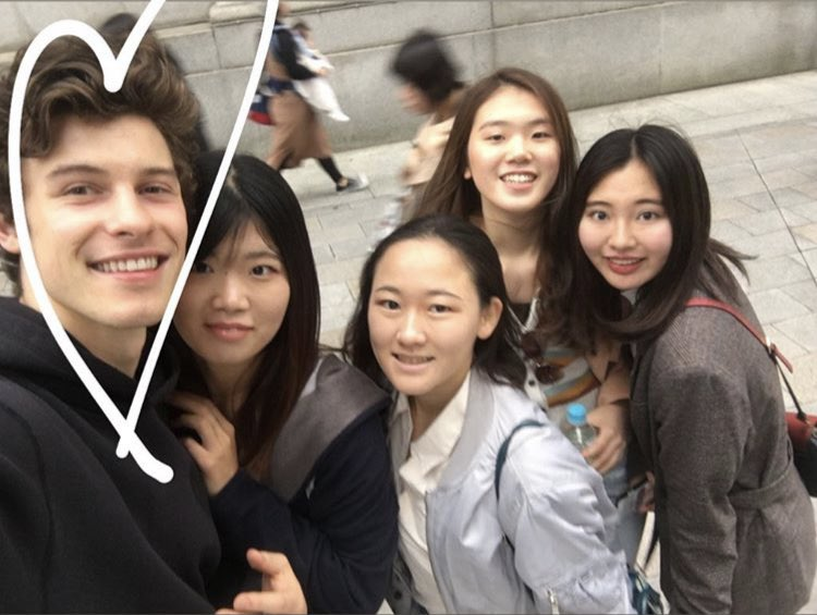 Shawn retook a fan's selfie cause he thought his hair was too crazy how precious is he  <br>http://pic.twitter.com/VV5C5BgN70
