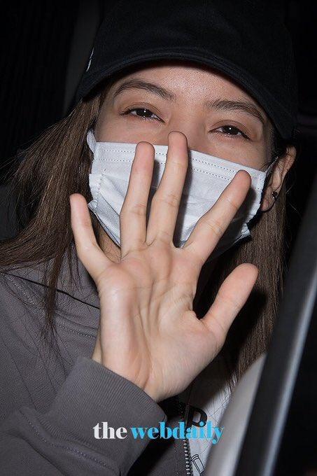 [PRESS] 191019 — LISA at GMP airport safely back in Korea! (1)   #블랙핑크 #BLACKPINK #LISA #LALISA<br>http://pic.twitter.com/I7qlCyvEVR
