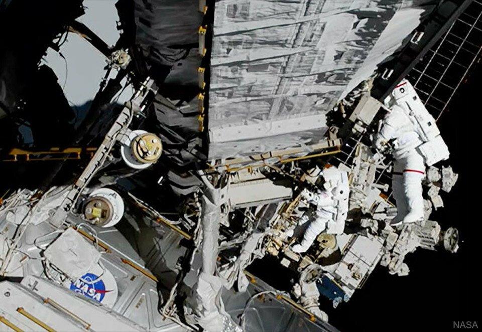 All Female Spacewalk Repairs Space Station via NASA ift.tt/2MUQWLq