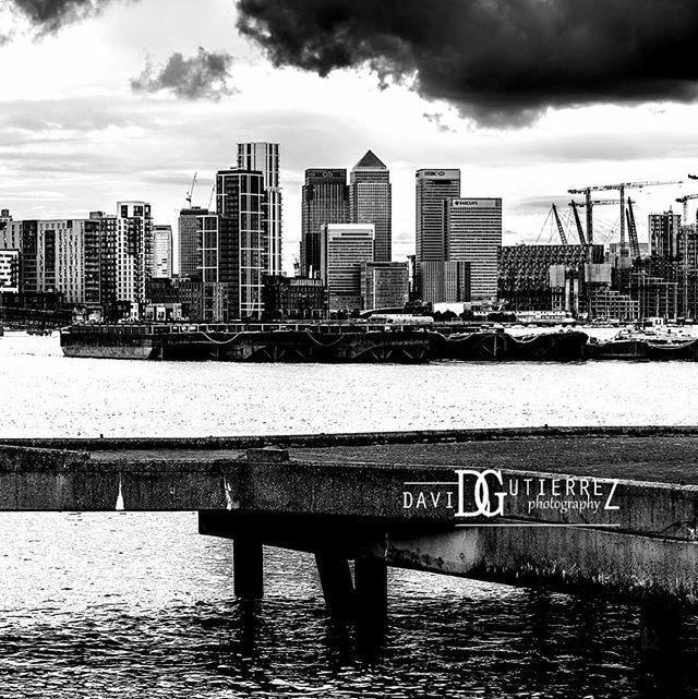 Monochrome #london #art #cityscape #architecture #blackandwhite #nikonphotography #NikonD810 #bnw #white #skyline #urbanphotography #vscolondon #skyscrapers #londoner #explorelondon #pictureperfect  #cloudy #monochrome #visitlondon #timeoutlondon https://ift.tt/2o1aZ2n