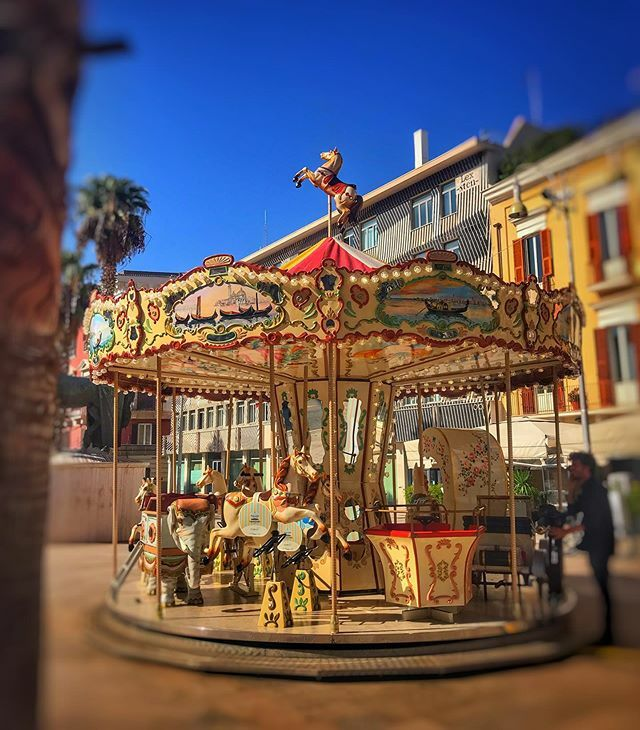 An ancient game in a modern city.... 😍🎠 #shotoniphone . . . • • • 🏢 📷 #city #urban #toptags #street #architecture #citylife #cityscape #cities #puglia #carousel #bari #explore #horses #fromstreetswithlove #photography #photo #giostra #photography… https://ift.tt/32ubYa1