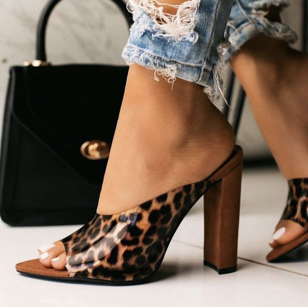 We remain your one stop shop for affordable and quality ladies essential fashion items. If this wonder on feet doesn't appeal to you.........SMH #headies2019 #fahionempire #iPhone #slayonbudget #DreadDrive #vendors_hub_pic.twitter.com/1BaGtd8JE6