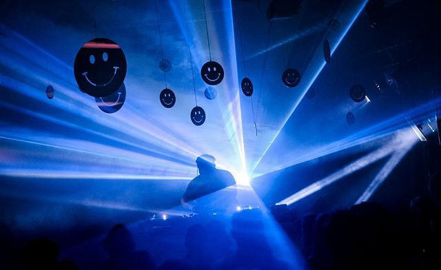 Photo by Flemming Bo Jensen | X-H1 | XF35mmF1.4 R | F9 | 1/9 sec. | ISO 3200 @flemming.bo.jensen #photographer #fujifilm #fujifilmeu #xseries #XH1 #photography #lights #musicphotography #technomusic #electromusic #party