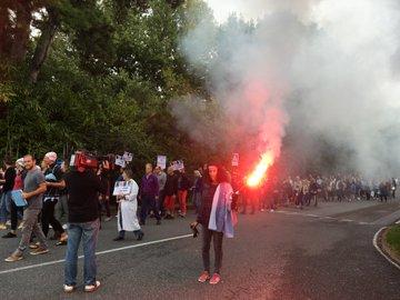 Biarritz : 150 personnes manifestent contre la fermeture de la piscine de l'IME Plan Cousut