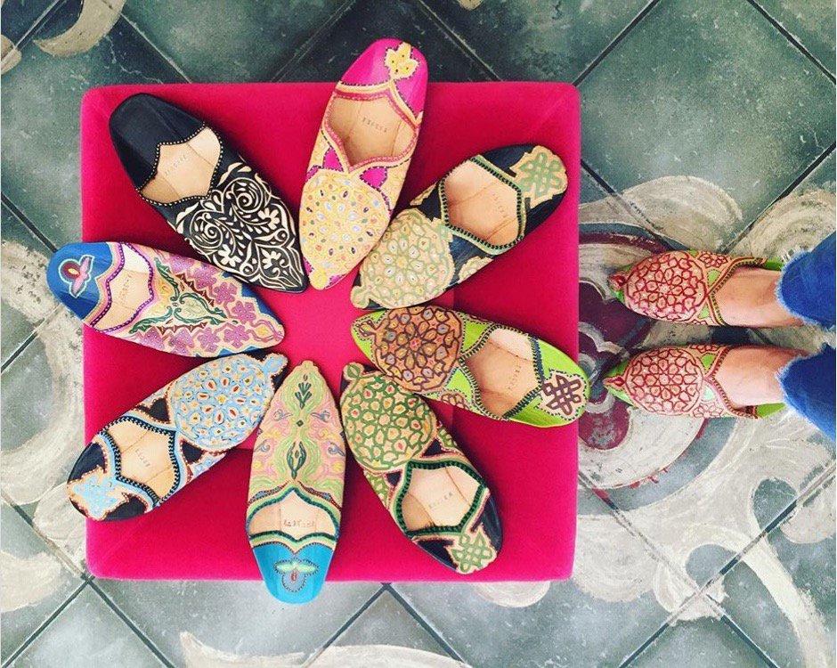 Marocain babouche colorful مراكش, المغرب  #colorful, #shoes, #colors, #shoe, #shop, #leathershoes, #babouche, #marocain, #Марокко, #caftandumaroc, #bestdesigners, #artisanat, #handmade http://www.caftandumaroc.com contact@caftandumaroc.com https://www.caftandumaroc.com/contact/