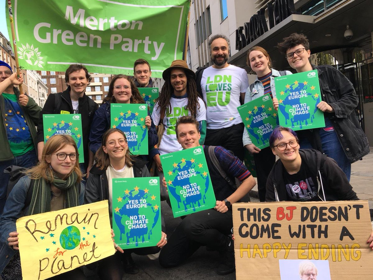 Ace time with @YoungGreenParty/@LondonYGs at the #PeoplesVote march 💚 🇪🇺 (with some photobombing from @MertonGreens @ScottMEPLondon)