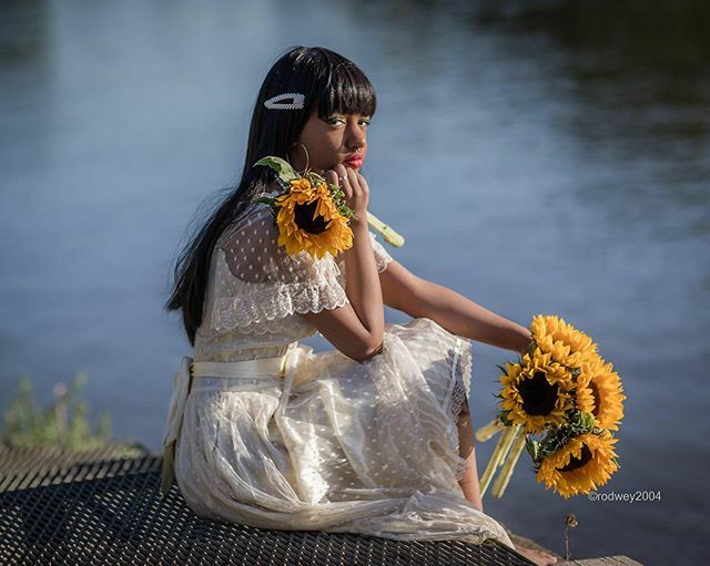 The flower. Also see @rodweyportraits 🙌🏾 .  Visit http://rodweyphotography.com/Sade-Kaye/ . .  #sunflowers #naturallight #model #ootd #stylegram #london #fashionista #heatwave2019 #instafashion #peopleoflondon #timeoutlondon #pictureoftheday #streetfashion #streetphotography #canonphot…