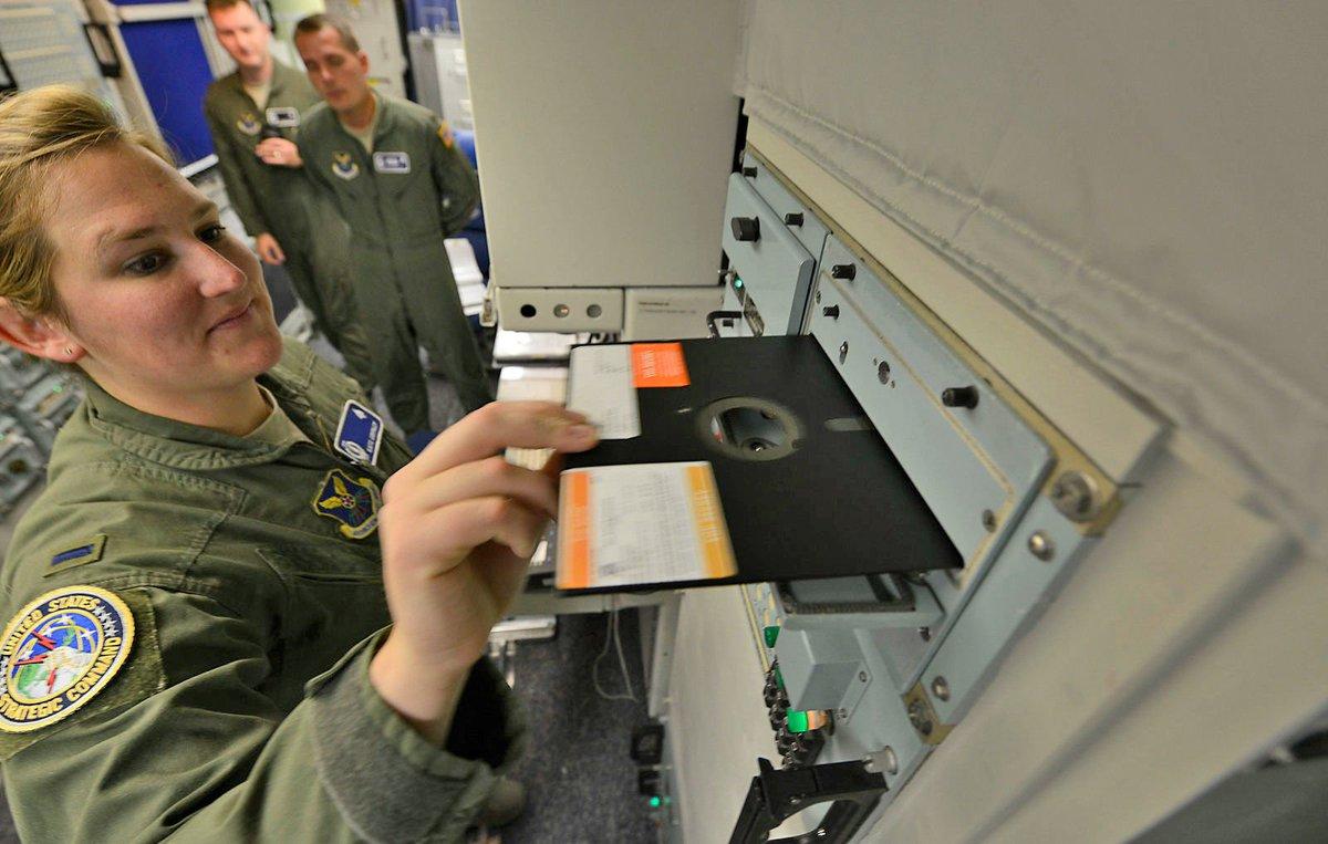 アメリカ合衆国、核ミサイルの発射に8インチフロッピー使うのをついにやめる - US military will no longer use floppy disks to coordinate nuke launches