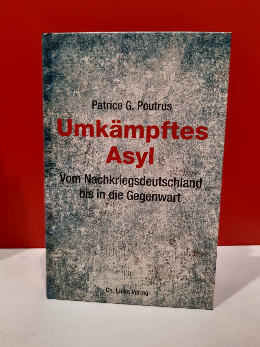 Um 16 Uhr am Stand von #Thüringen (Halle 3.1/F65): Unsere Veranstaltung Umkämpftes Asyl mit Andrea Kothen von @ProAsyl und Autor @PoutrusPatriceG. Herzlich Willkommen! #fbm19 #Asyl