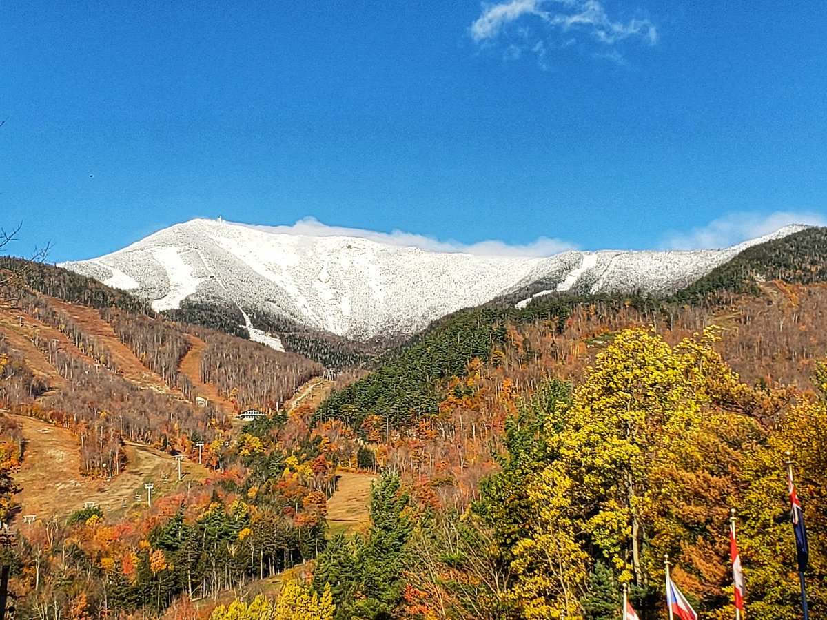 Her Royal Majesty... Whiteface has arrived  #SkitTheFACE #whitefacemountain #winter #snow #lakeplacid #SuperSaturday #SaturdayThoughts #winteriscoming<br>http://pic.twitter.com/Wu1yuOceny – à Whiteface Mountain