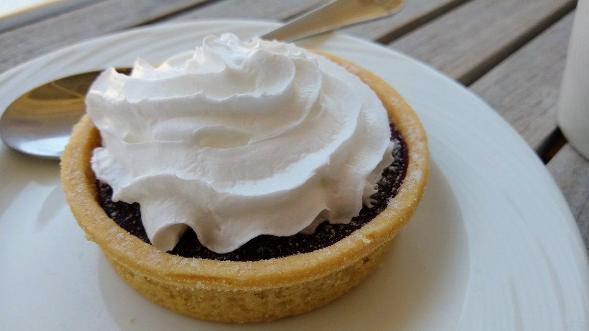 @DJZJCZ I had this yesterday.. chocolate orange tart with cream 😋👌