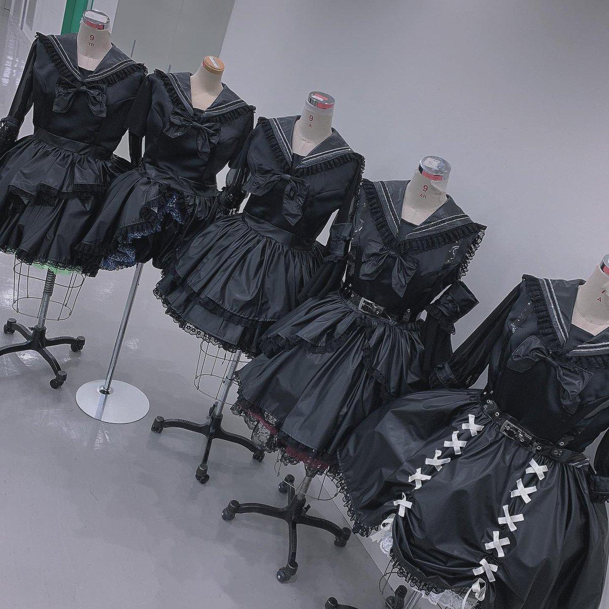 天才なので見てくださいこれ地下アイドルをイメージしてアイドル衣装をつくりました、、、5着ともデザインさせていただきました、、、褒めてください、、、、
