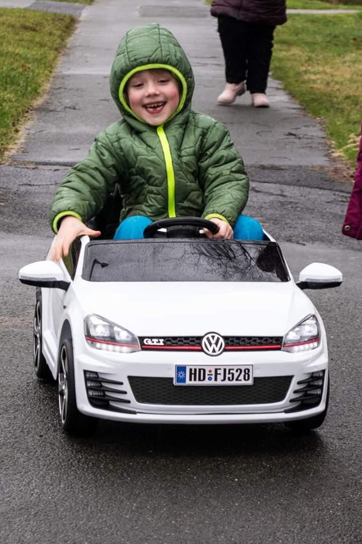 Die gibt's sogar als sportliche GTI-Version.. #dorfkindermomente pic.twitter.com/mmzB1v6eNN