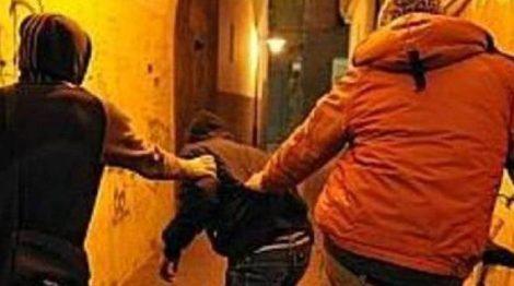 Coppia di giovani picchiata senza motivo in centro in via Emerico Amari a Palermo - https://t.co/qrYWo7n5Ls #blogsicilianotizie