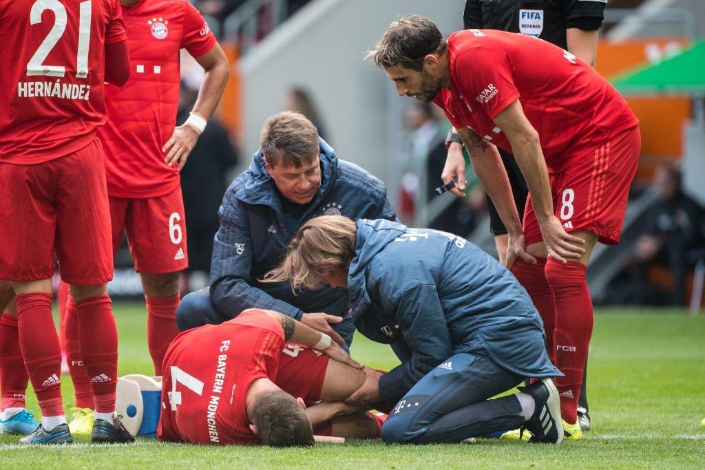 Основной защитник Баварии и сборной Германии получил серьезную травму колена - изображение 1