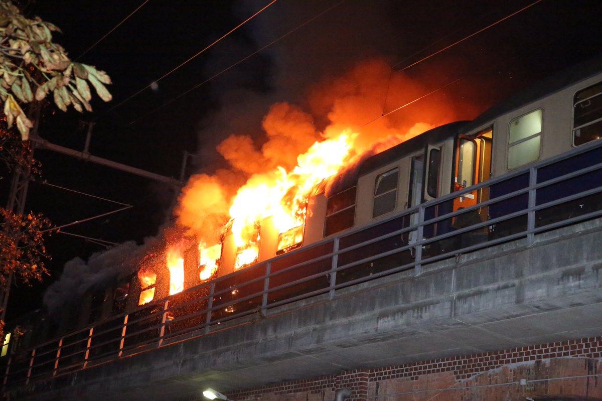 повторное поезд в огне в картинках смело можете