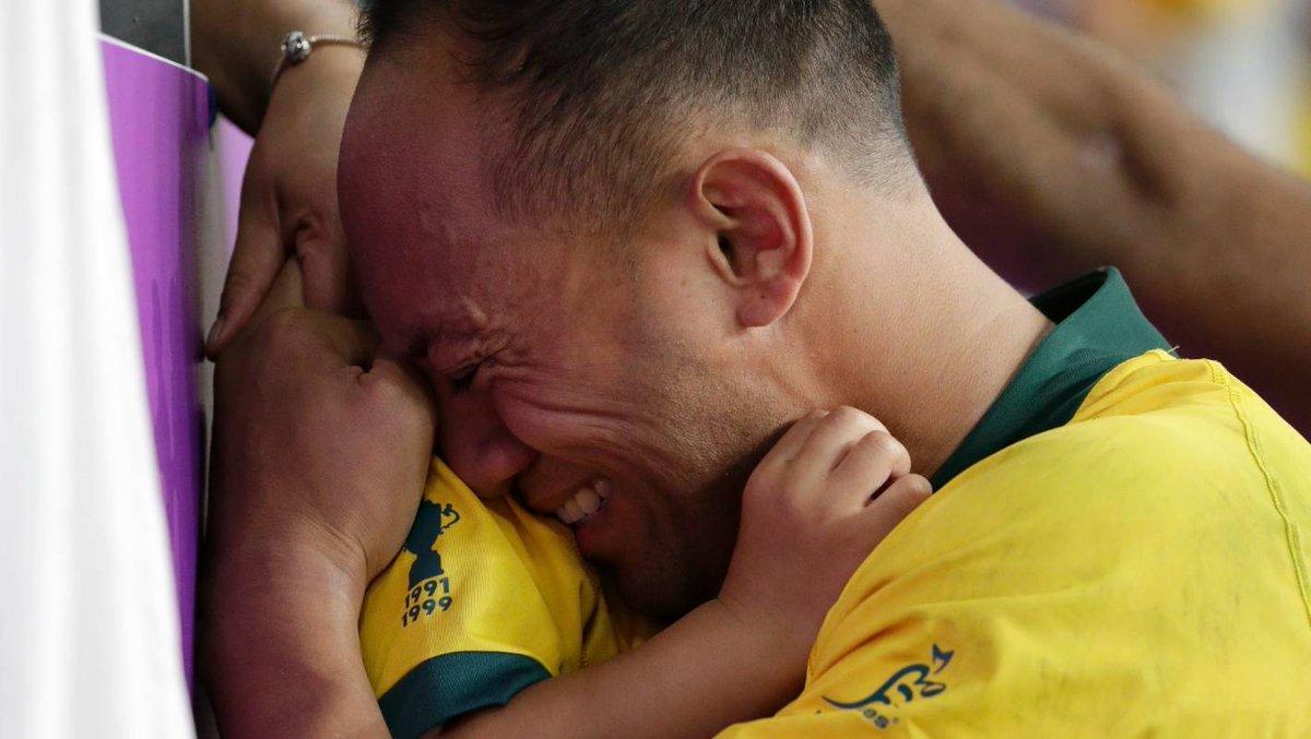England v Australia: Leukemia survivor Christian Lealiifano's emotional moment with son  http:// dlvr.it/RGXv3s    <br>http://pic.twitter.com/UtQLxcLTdq