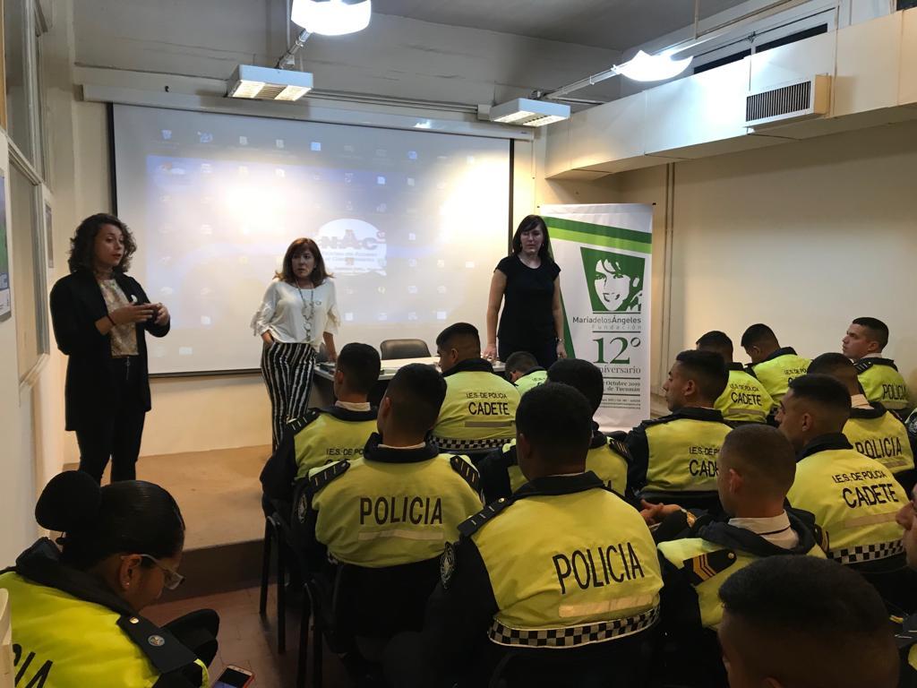 Nuestro equipo interdisciplinario de trabajo realizando capacitaciones a cadetes de la policía de Tucumán sobre trata de personas.