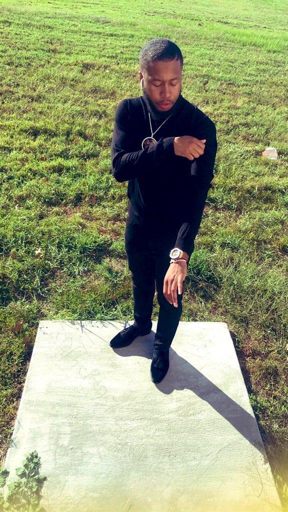 Hood like 10'17 but dress like Dapper Dan 🖤🦍