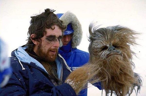 Peter Mayhew behind the scenes of The Empire Strikes Back <br>http://pic.twitter.com/pnsIQetlxw