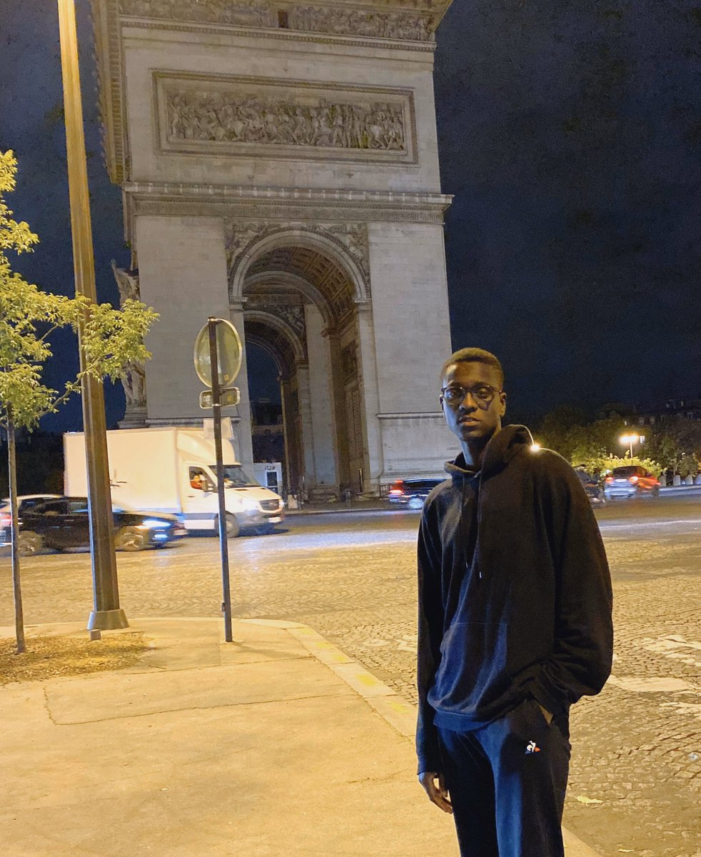 Nothing but me #ChampsElysees #Paris<br>http://pic.twitter.com/elTyQZjoLC