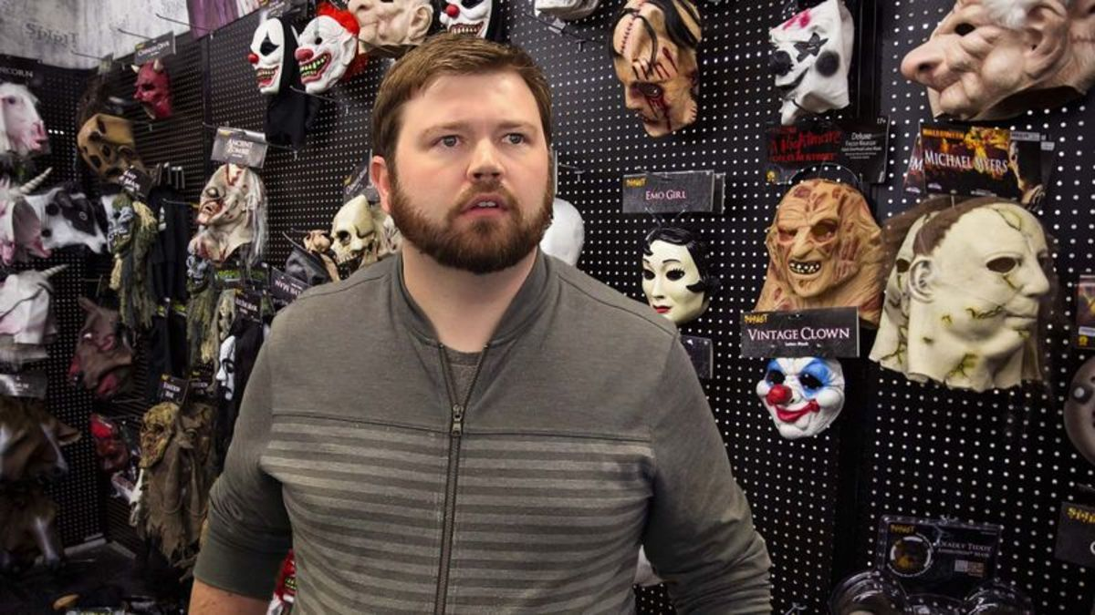 All-Business Adult In Halloween Shop Beelines It Straight For Pinhead Mask https://trib.al/moqVIFv