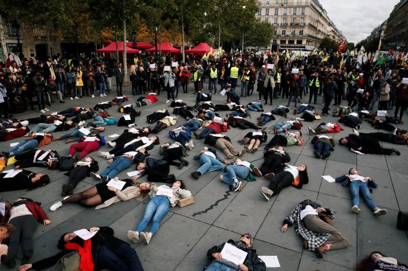 Women gather in Paris to protest against deadly domestic violence  https://www. reuters.com/article/us-fra nce-feminicides-idUSKBN1WY0L3?utm_campaign=trueAnthem%3A+Trending+Content&utm_content=5dab90da4c15b8000148603f&utm_medium=trueAnthem&utm_source=twitter  … <br>http://pic.twitter.com/SyvuOAYezv