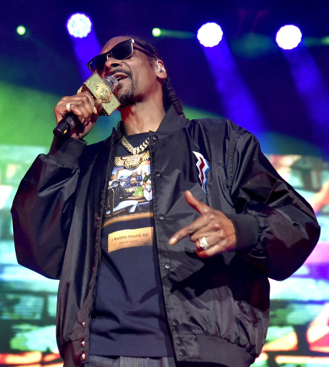 🎉 HAPPY BIRTHDAY, @SnoopDogg! 🎉 How many blunts do you think Uncle Snoop is smoking today? 🤣