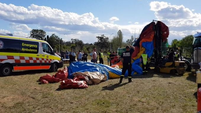 Four children injured after falling eight metres from a bouncy castle in Sydney  https://www. tvnz.co.nz/one-news/world /four-children-injured-after-falling-eight-metres-bouncy-castle-in-sydney  … <br>http://pic.twitter.com/nVBWXg3cqA