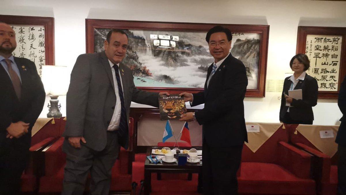 test Twitter Media - Presidente Electo Alejandro Giammattei y Gabinete Designado llegaron hoy a Taiwan, fueron recibidos por el Canciller Jaushieh Joseph Wu. Se contemplan reuniones  de cooperación y fortalecimiento de las relaciones comerciales. https://t.co/kvJ2dpQnWm