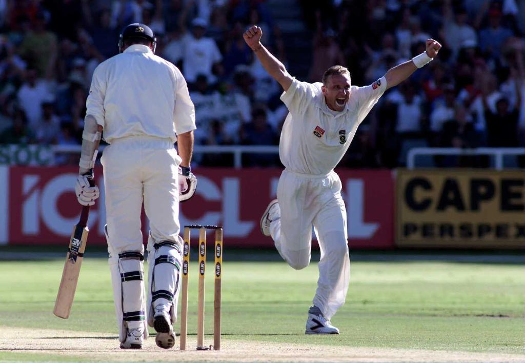 ➡️ 330 Test wickets 😮➡️ Average of 22.25 🤯 Happy birthday Allan Donald 🎂