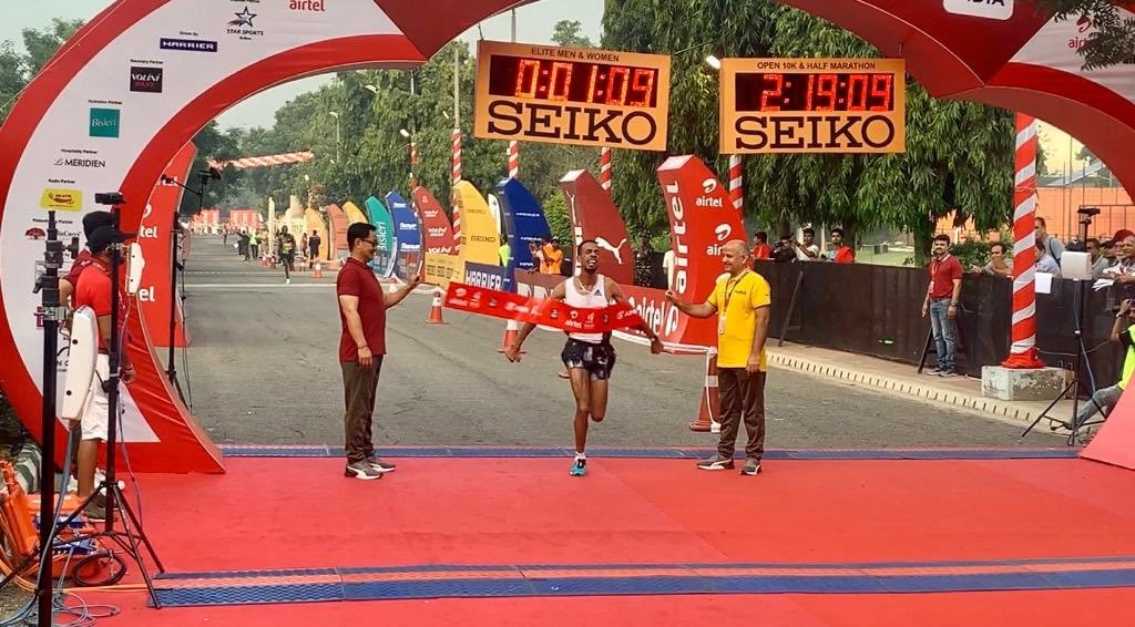 Defending champion Ethiopian runner Andamlak Belihu wins men's race of 15th #AirtelDelhiHalfMarathon #ADHM2019