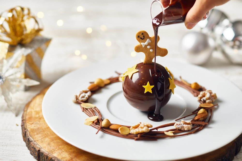 """ザ ストリングス 表参道の""""クリスマスオーナメント""""型チョコパルフェ、熱々のチョコソースと共に -"""