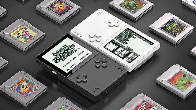 【欲しい】ほぼ全てのカートリッジを遊ぶことができる携帯ゲーム機「アナログ・ポケット」別売りのドックに挿せばTVでプレイも可能。2020年に約2万1800円で発売される予定です。