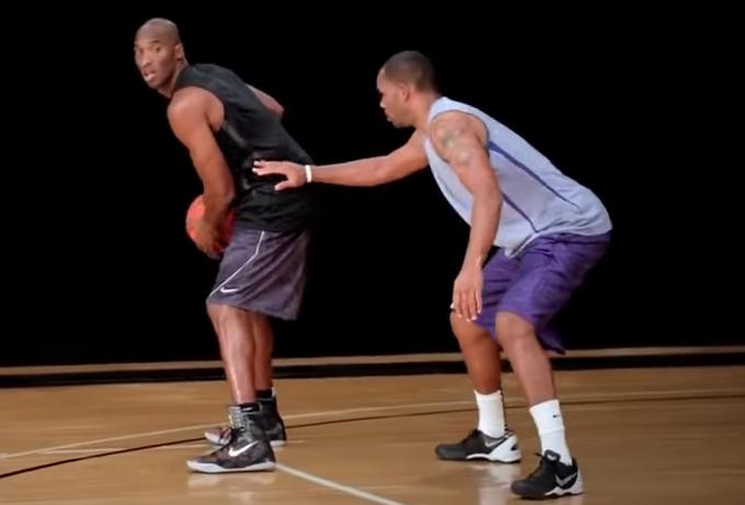 【影片】Kobe親自講解+示範,1分鐘教你如何使用試探步 !