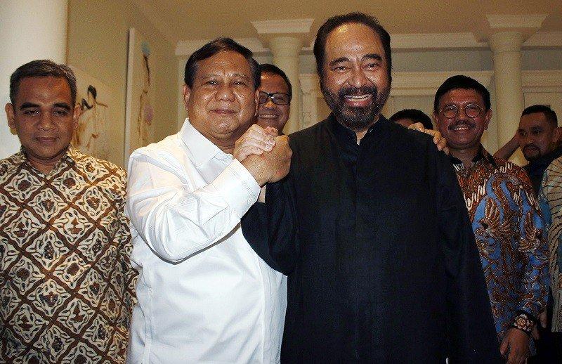 Kehangatan Surya Paloh dan Prabowo di Pelantikan Jokowi http://bit.ly/32IrIGw #PelantikanJokowiAmin