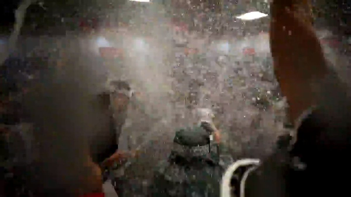 the @astros got that bubbly. they got that bubbly. THEY GOT THAT BUBBLY. THEY GOT THAT BUBBLY.