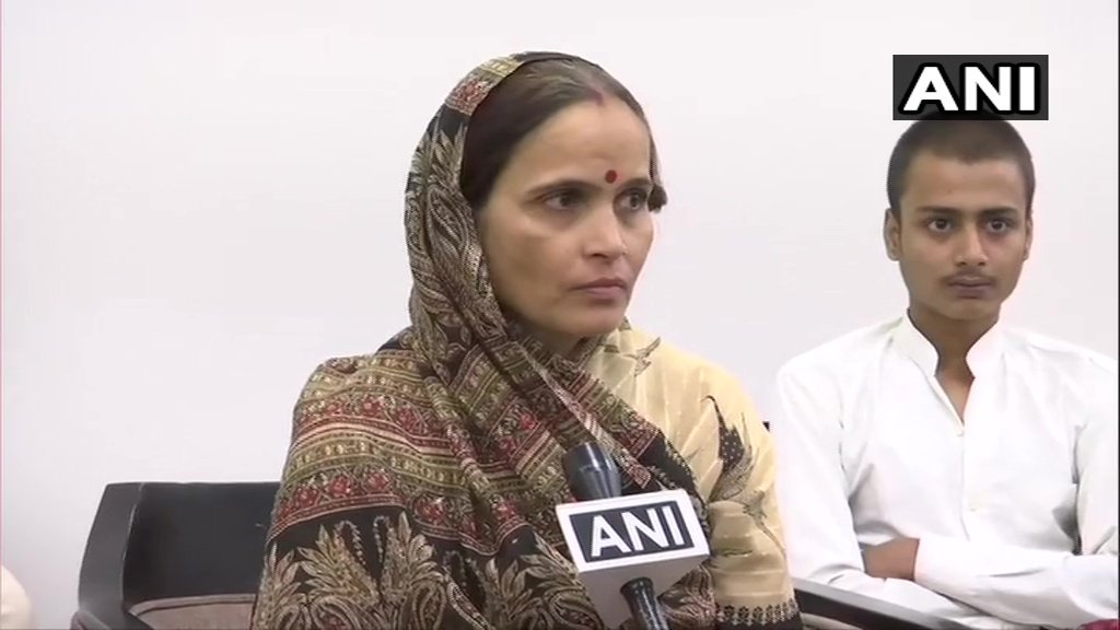 Kiran Tiwari, wife of Kamlesh Tiwari, after meeting UP CM Yogi Adityanath, in Lucknow: He (UP CM) assured us that justice will be done. We demanded capital punishment for the murderers. He assured us that they will be punished. #KamleshTiwariMurder