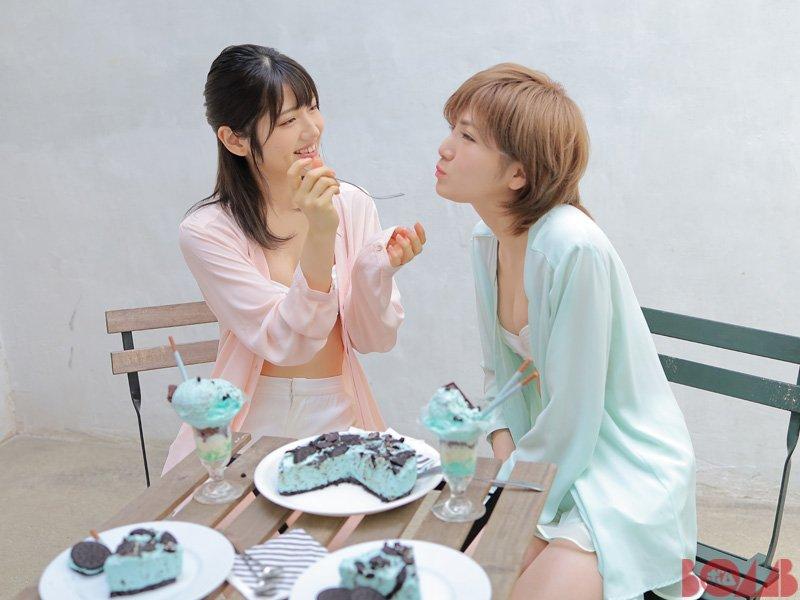 【BOMB11月号発売中】#岡田奈々&#村山彩希 表紙巻頭特集!撮影で用意したチョコミントスウィーツをうれしそうにパクパク食べる2人の姿にほっこり、なぁちゃんがアイスのメーカーをピタリと当てびっくり。さすが。 #AKB48 #ゆうなぁ7net→Amazon→