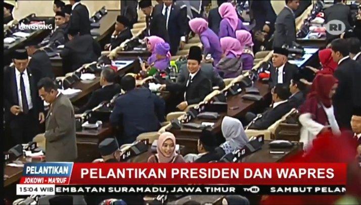 Situasi di dalam ruang Sidang Paripurna DPR-MPR jelang pelantikan Presiden dan Wapres RI... #jomauntukindonesia https://t.co/N3j9vGJkkJ