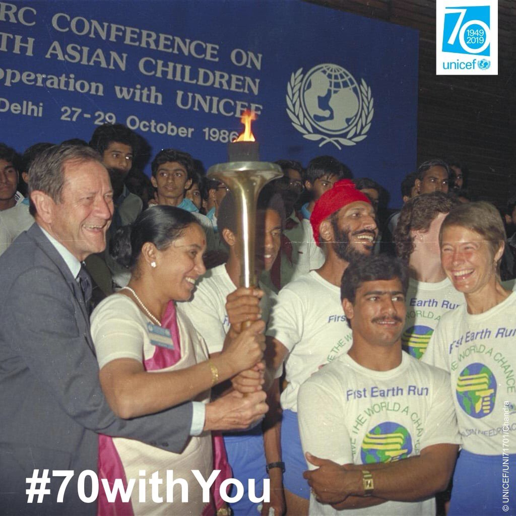 """RT UNICEFIndia """"In 1986, #UNICEF organised Earth Run to mark its 40th anniversary & commemorate International Year of Peace.A torch burned for 86 days & travelled through 62 countries including #India.The run symbolized a global wish for peace an… """""""
