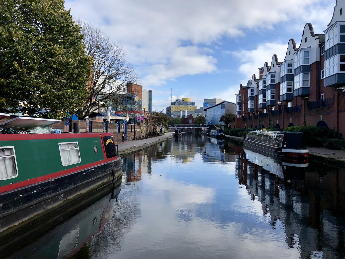 As a Brummie I know my city pretty well, but a brilliant day out on our friend's narrow boat yesterday offered so many different perspectives. Get out on our canals and explore them, it's not quite Venice but they are fascinating and something to be proud of #Brum #heritage https://t.co/txhvPw0Y8D