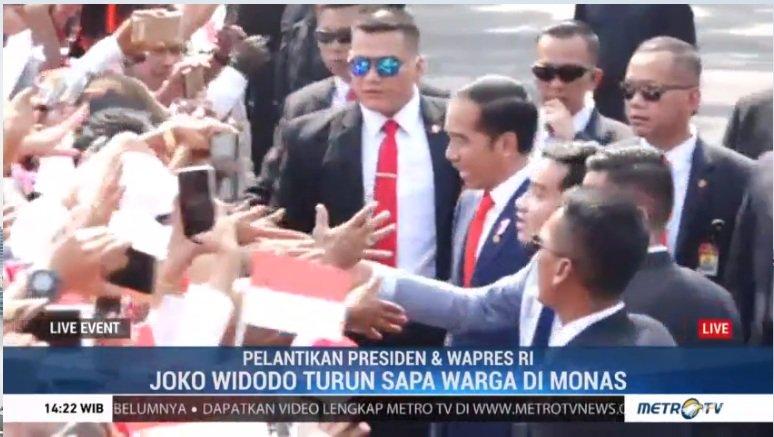 Jokowi Turun dari Mobil Menyapa Warga http://bit.ly/2N0lA6d #PelantikanJokowiAmin