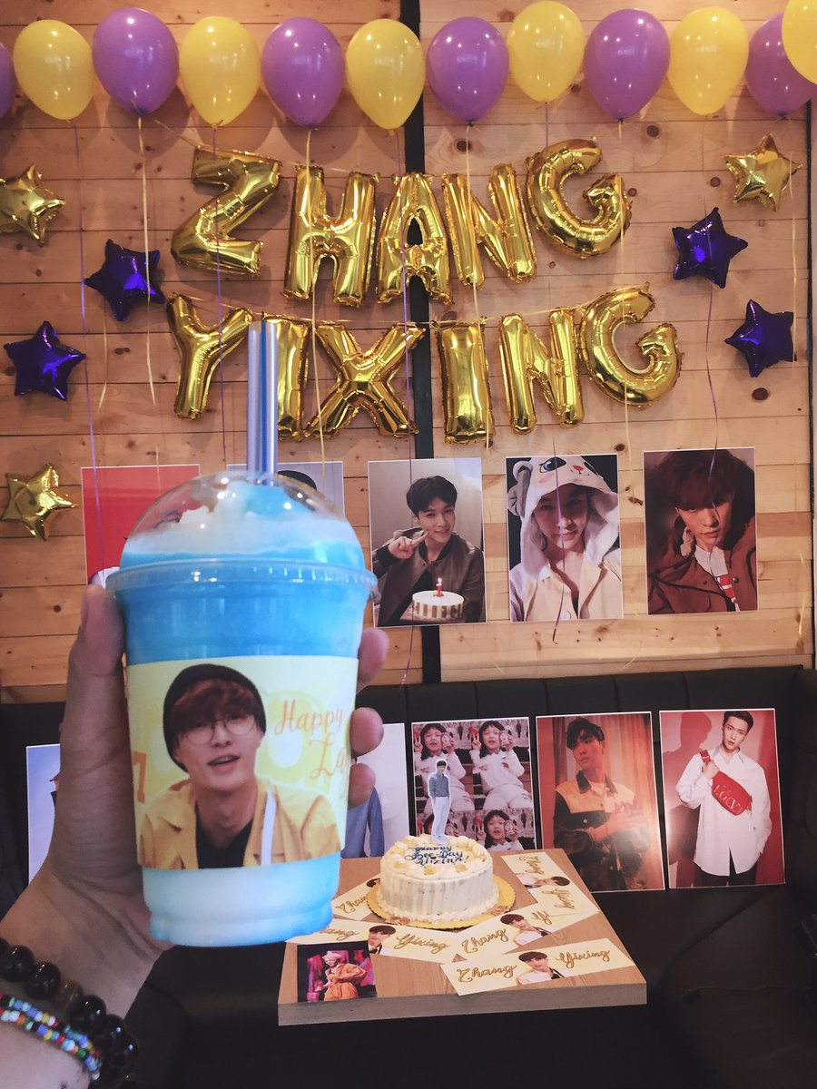 Thank you @LayXingPH for your undying support to our HoneyBee Lay and for the beautiful cupsleeves and amazing freebies! @layzhang @weareoneEXO @LuckyOneCebu #HappyLayDay #WouldYouBeMyHoneypic.twitter.com/OYrNe4K67y