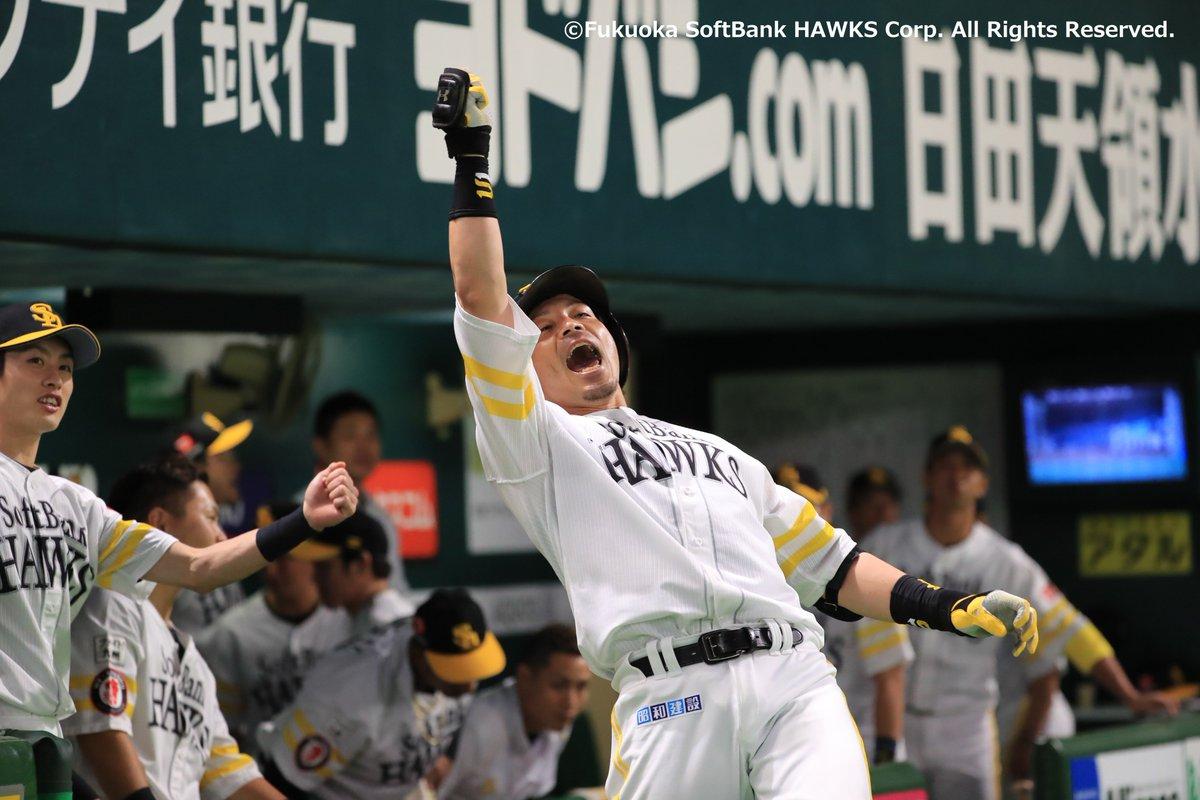 松田選手が均衡を破る先制のスリーランホームラン🤩🎆🎆🎆バックスクリーンへ運ぶ素晴らしい1発で3-0💪✨熱男~🔥🔥🔥#sbhawks #福岡ソフトバンクホークス #日本シリーズ #松田宣浩