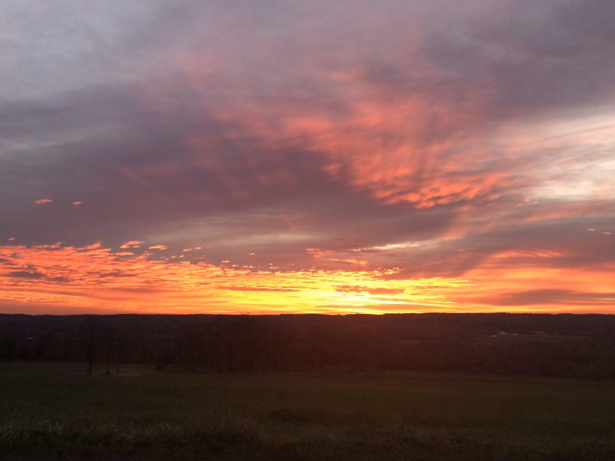 Sunrise in Yates (photo)