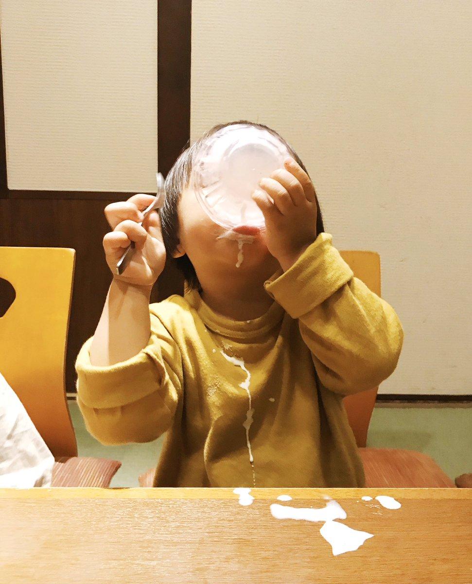 息子のアイスの食べっぷりが良すぎて服の汚れを諦めた瞬間を見てください