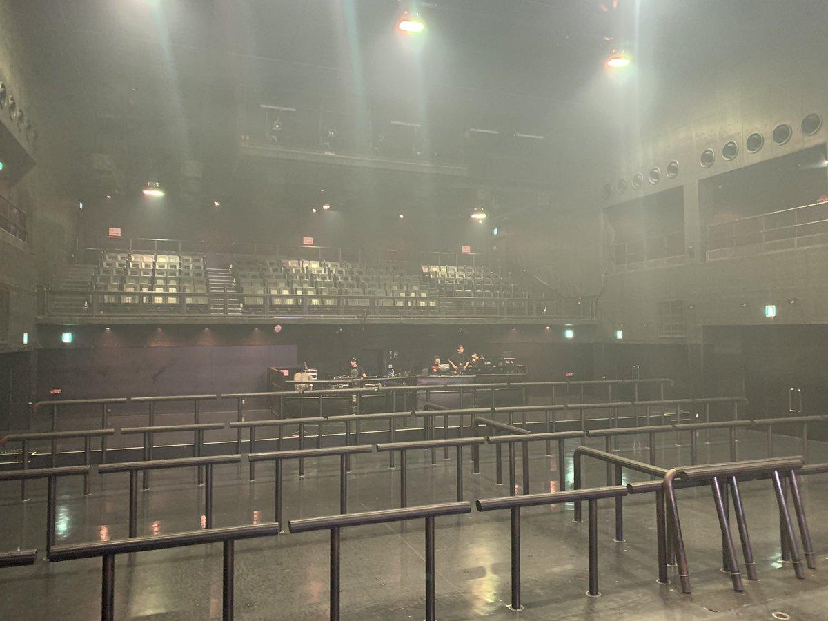 ETA final 名古屋公演ありがとうございました!東京公演は台風で無くなってしまったけど、その分楽しくみんなと時間を共有出来たかなと思います!!久しぶりのライブで疲れすぎて写真撮れてないから、誰もいないZeppをステージから見れたアーティストとしてこの写真をみんなに共有しとくね??