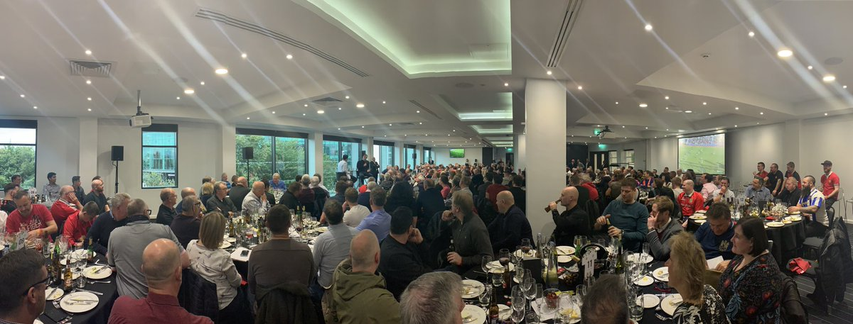 Full house for @GNev2's Q&A in the Stadium Suite 🤩 #MUNLIV
